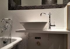 Двухуровневая столешница в ванную комнату Подоконники искуственный камень Белокаменная